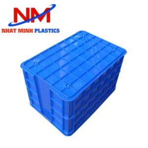 Thiết kế mặt đáy thùng nhựa sóng bít với các sóng dày,kín đan nhau tạo độ ma sát tốt để bảo vệ thùng