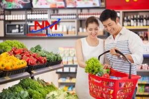 Rổ nhựa ứng dụng rộng rãi để chứa đồ trong các chuỗi siêu thị