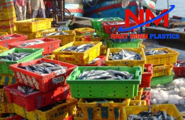 Thùng nhựa đặc chứa hồ hải sản