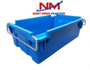 Thùng nhựa đặc có quai sắt giúp bê đồ nhẹ nhàng hơn,vận chuyển nhanh hơn