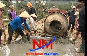 Thùng phi nhựa dùng đựng nước để trộn bê tông thủ công