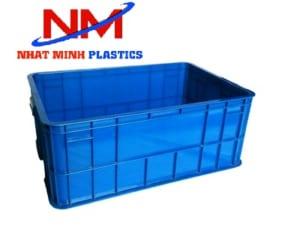 Thiết kế các đường gân tăng cứng của khay nhựa đặc b4 giúp tăng độ bền cho thùng
