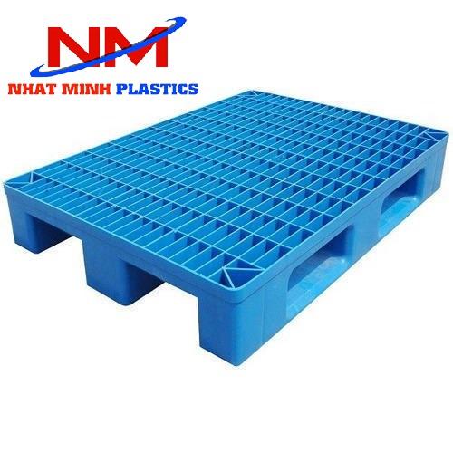 Pallet nhựa 3 chân kích thước theo yêu cầu của khách