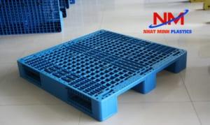Pallet nhựa lót sàn làm sân khấu chắc chắn