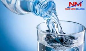 1 lít nước bằng bao nhiêu kg
