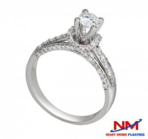 Mhaanx kim cương vàng trắng siêu sang trọng và quyến rũ