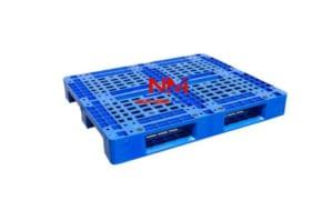 Pallet nhựa 1 mặt 1200 x 1000 x 150 mặt trên với 20 nút chống trơn trượt