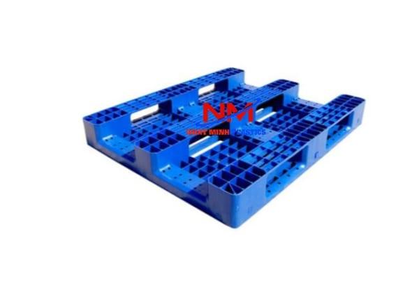 Pallet nhựa 1 mặt 1200 x 1000 x 150 lõi sắt mặt dưới 9 chân vững chắc