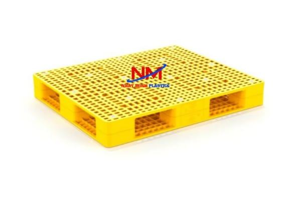 Pallet nhựa 2 mặt 1200 x 1000 x 150 có thể kê hàng với khối lượng lên đến 5 tấn