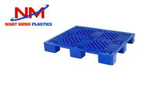 Pallet nhựa 4 đường nâng 1 mặt có cấu tạo chắc chắn