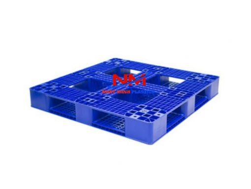 Pallet nhựa 2 mặt 1200 x 1200 x 150 mm mặt 2 với 12 nút chống trơn trượt