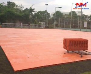 Cho thuê pallet nhựa mặt kín tổ chức sự kiện ngoài trời
