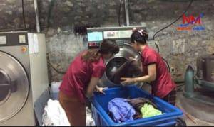 Khay nhựa vuông công nghiệp chứa và phân loại đồ cần giặt là trong khách sạn