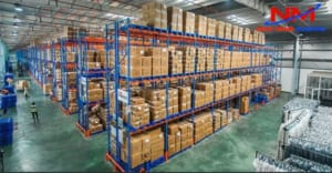 Pallet nhựa lót sàn kê hàng hóa trong kệ các kho xưởng