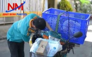 Rổ chở hàng xe máy quen thuộc của các shipper