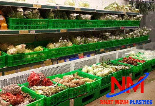 Rổ nhựa công nghiệp chứa hàng hóa trong siêu thị
